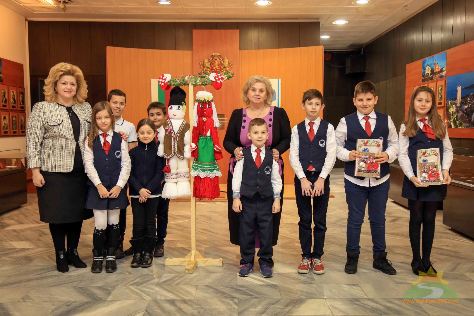 Еднометрови Пижо и Пенда украсиха Пленарната зала на Община Варна