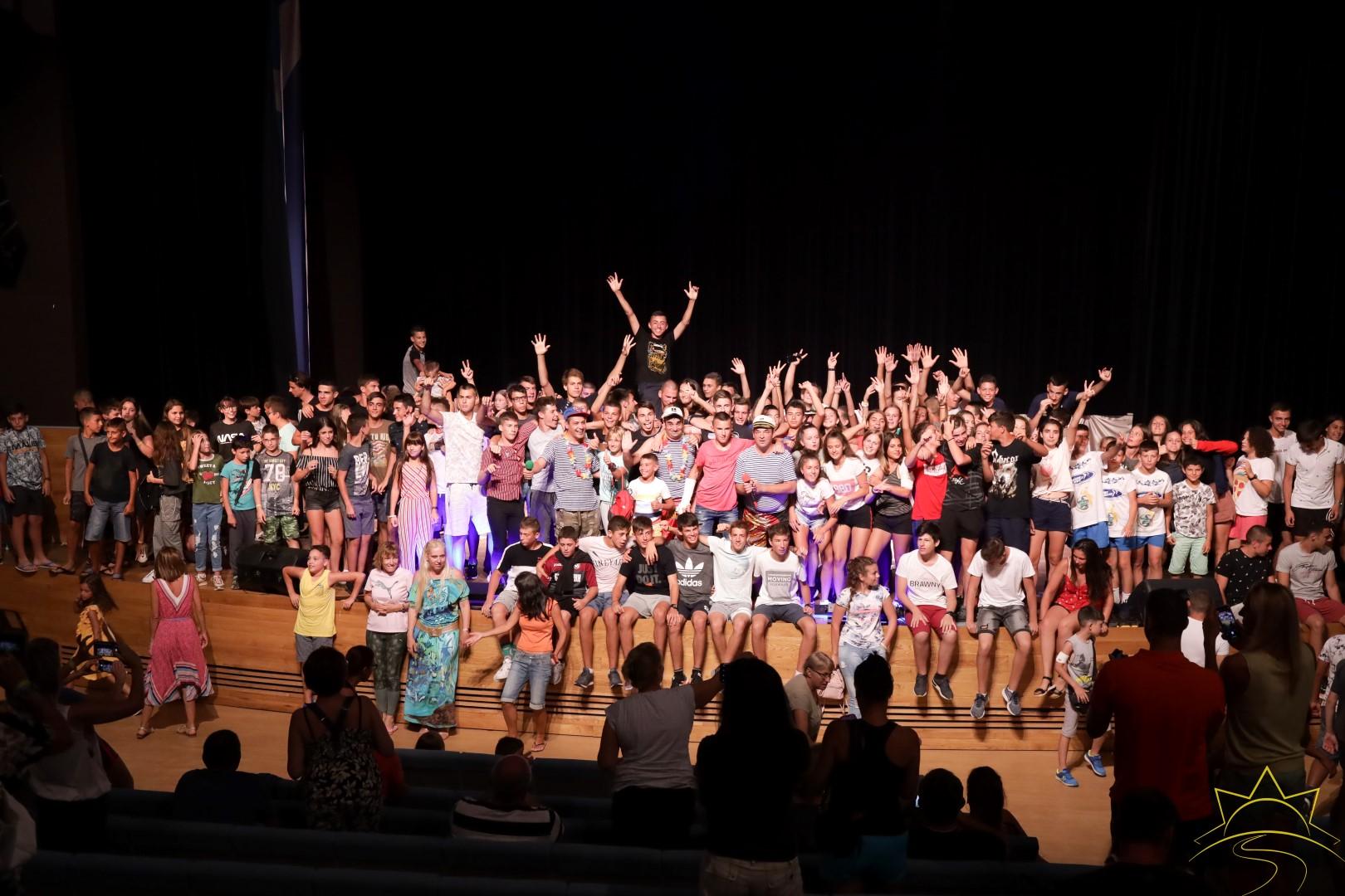 """Тутурутка зарадваха с концерт стотици деца и младежи в """"Камчия"""""""