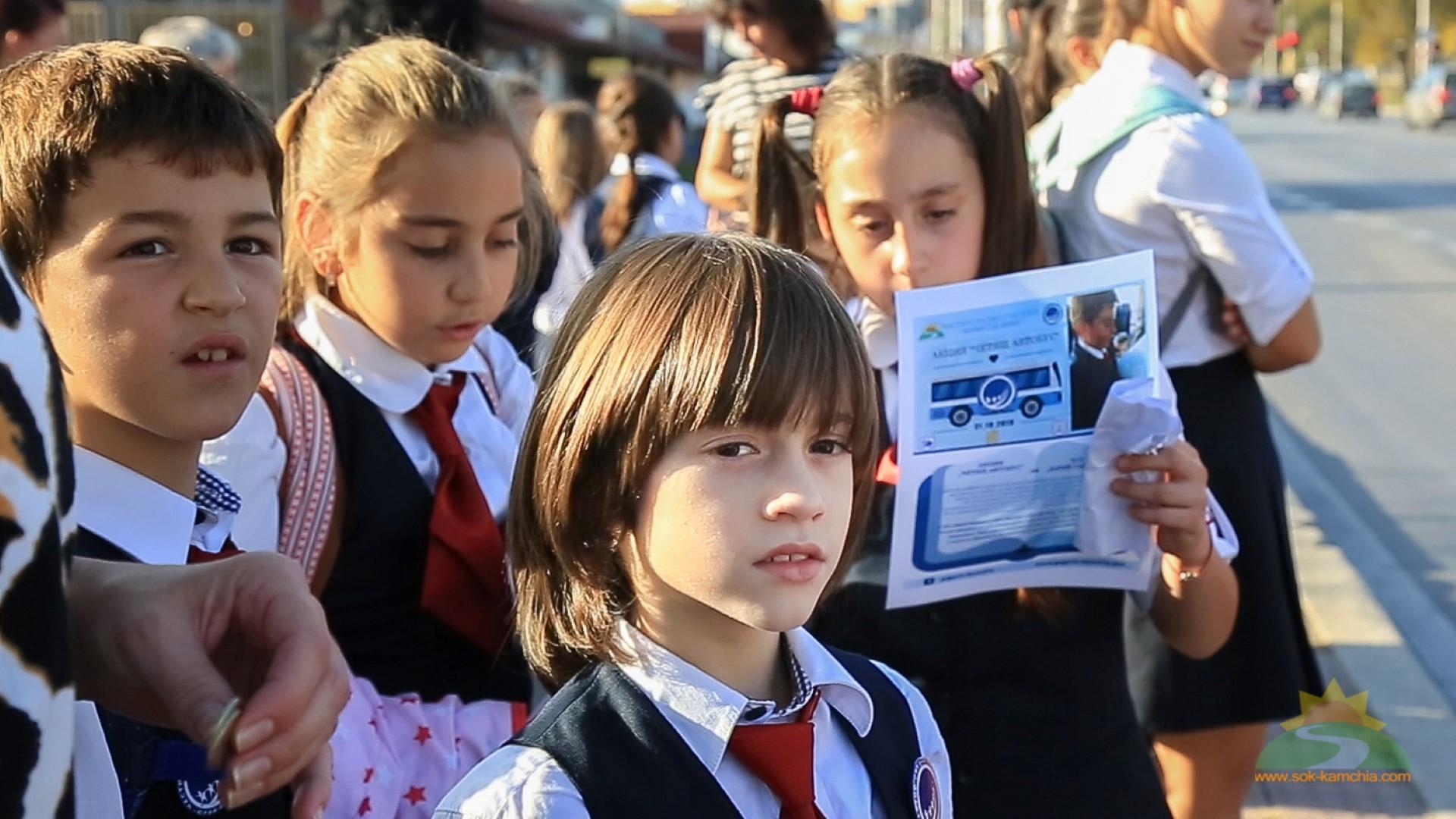 """Ученици от ЧСУ """"Юрий Гагарин"""" ще четат знакови произведения на пътниците в градския транспорт"""