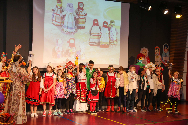 С весёлыми играми, шутками, хороводами и угощением встретили Масленицу в Частной средней школе «Юрий Гагарин»