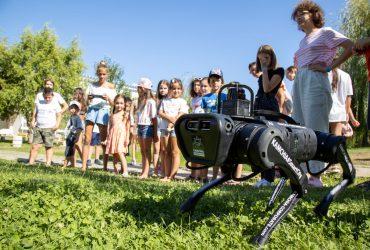 Собака-робот Кама – друг человека!